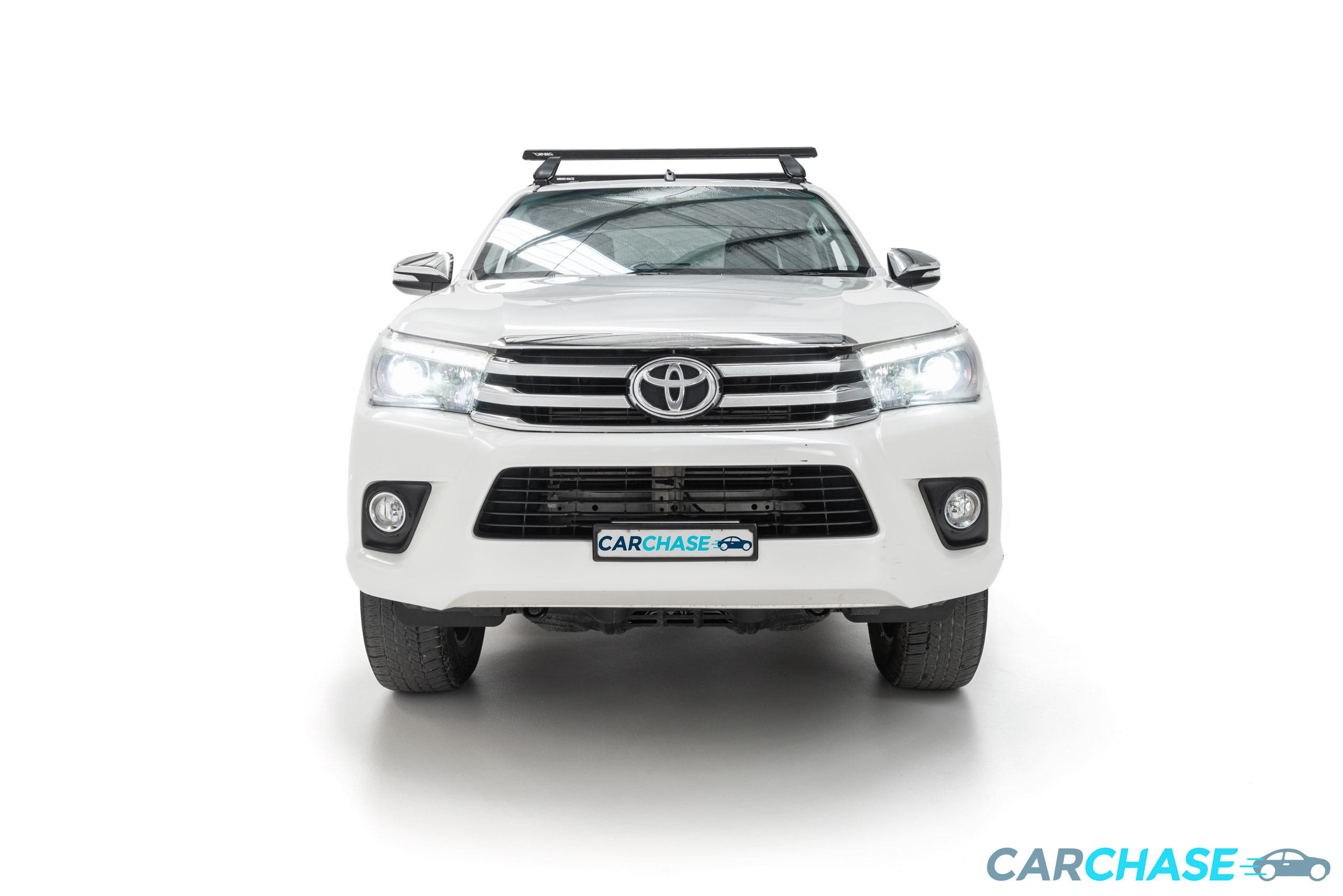 Image of front profile of 2015 Toyota Hilux SR5