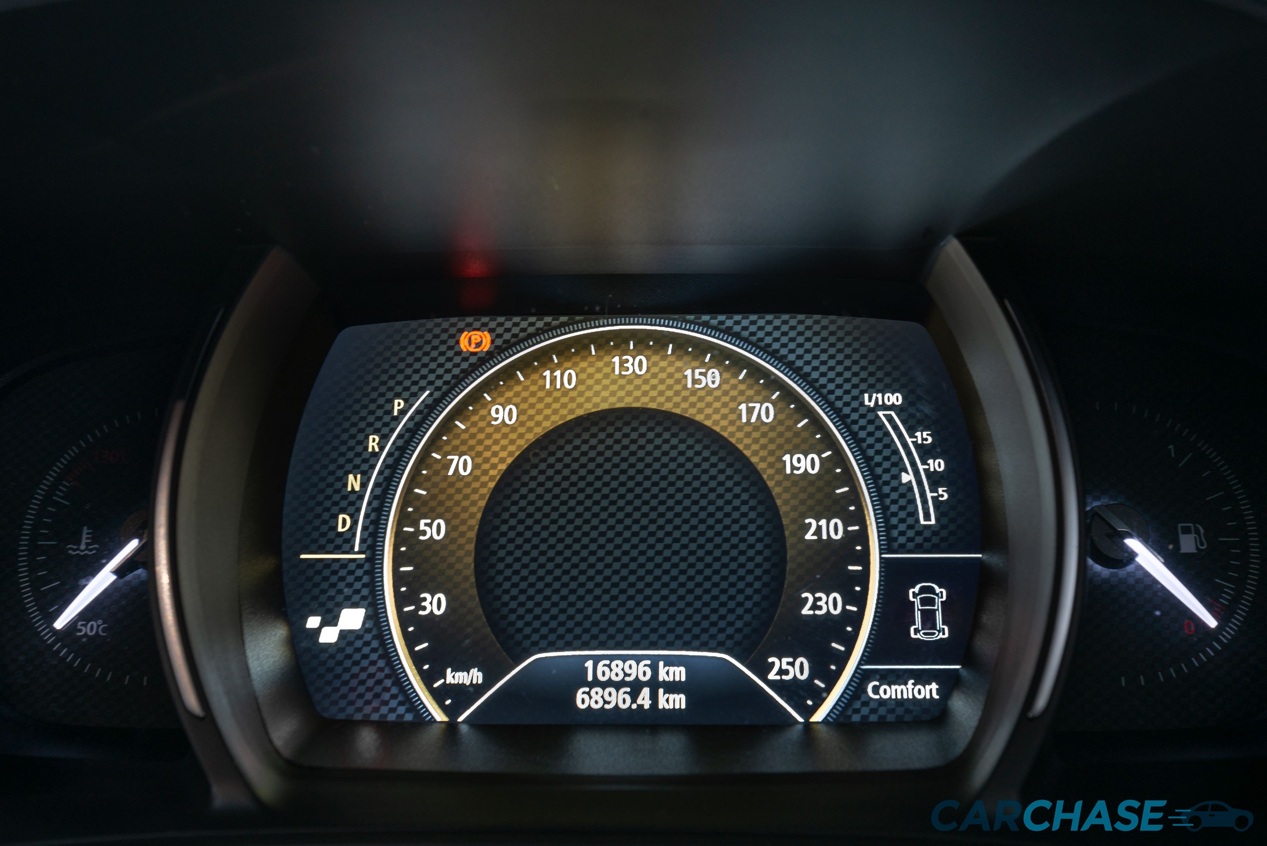 Image of dials profile of 2016 Renault Megane GT