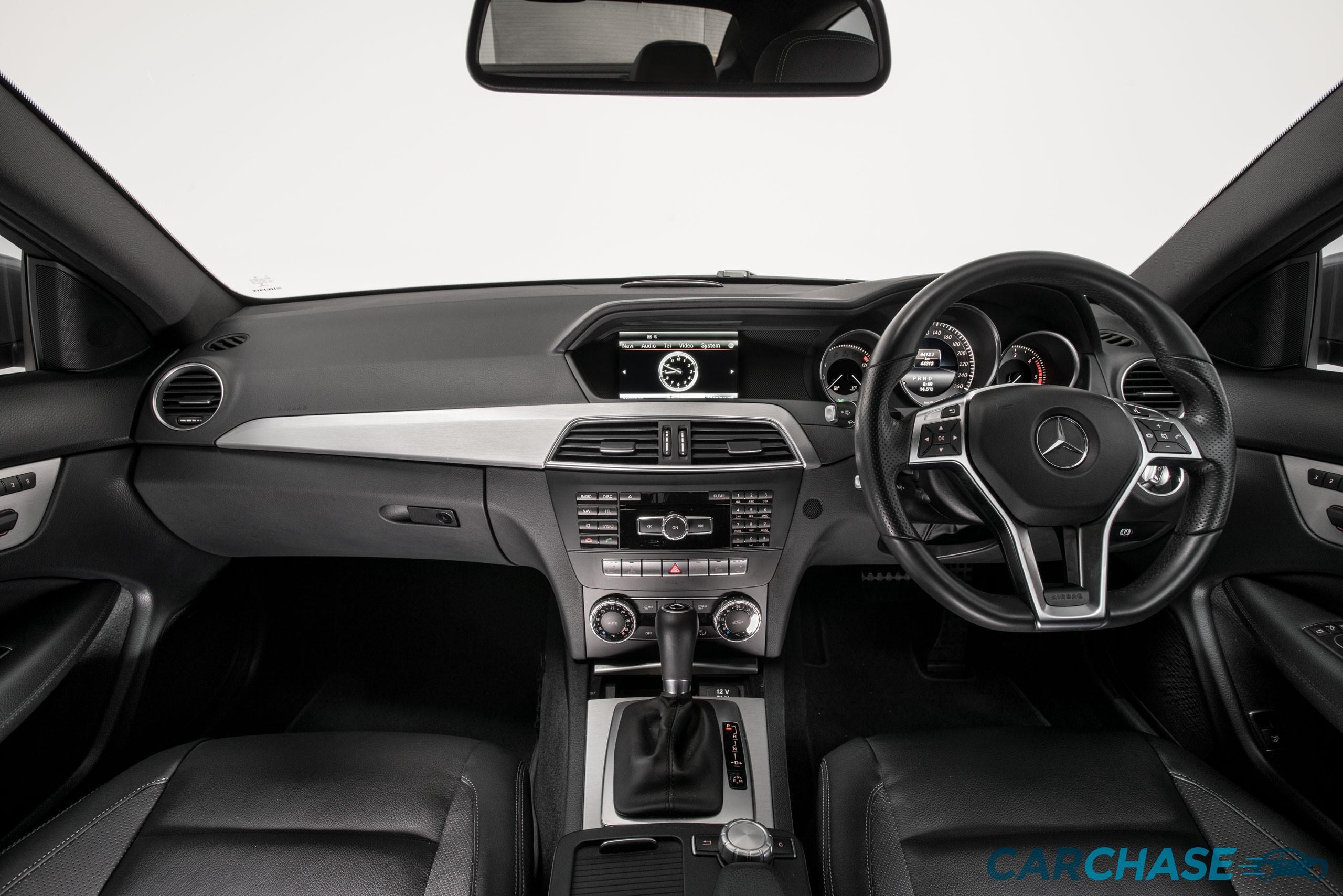 Image of dashboard profile of 2015 Mercedes-Benz C250 CDi Avantgarde
