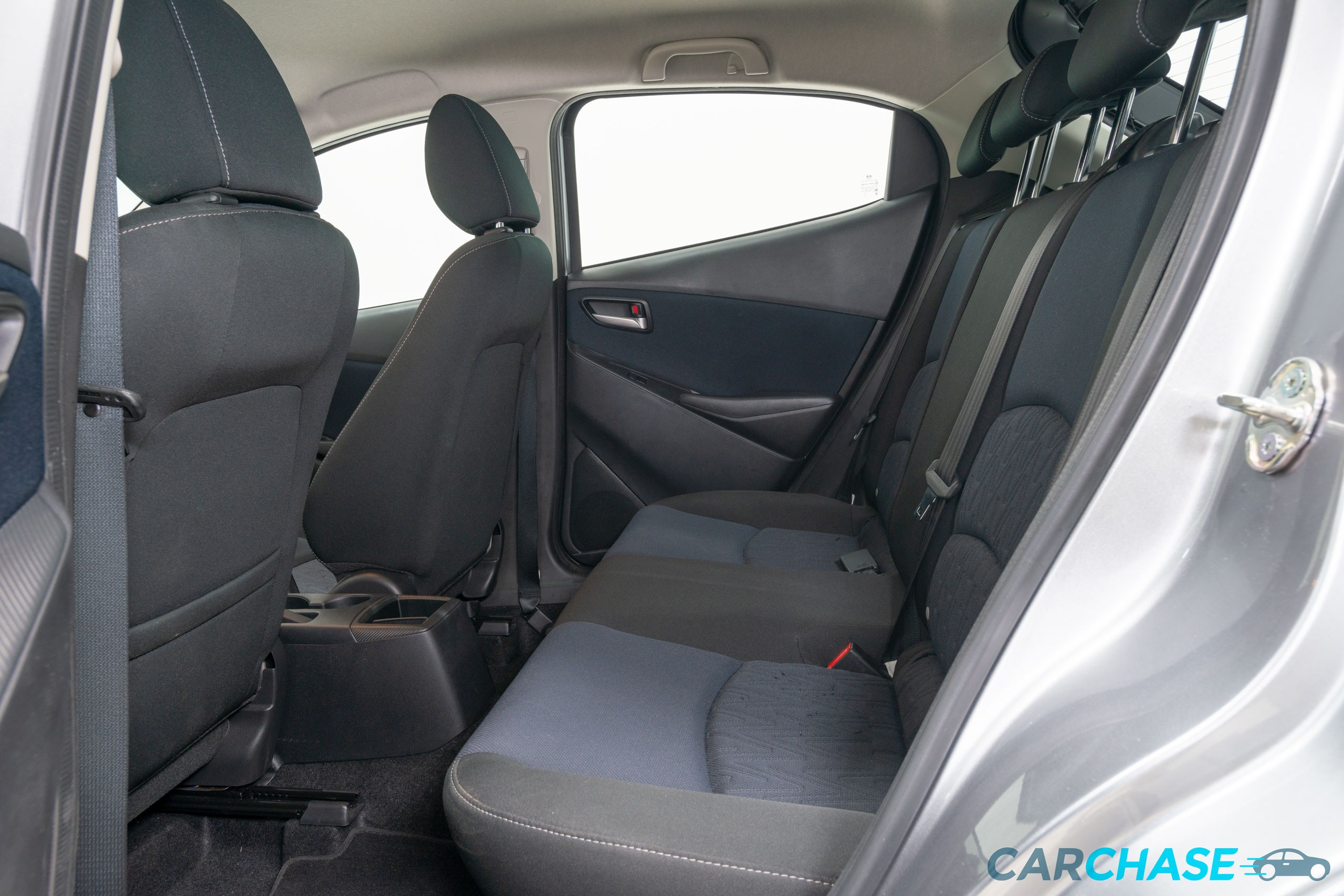 Image of passenger rear profile of 2016 Mazda 2 Maxx DJ