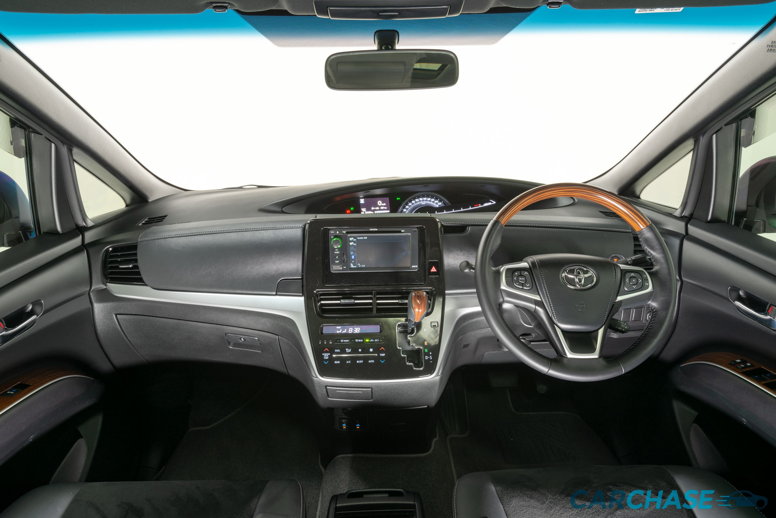Image of dashboard profile of 2017 Toyota Tarago Ultima