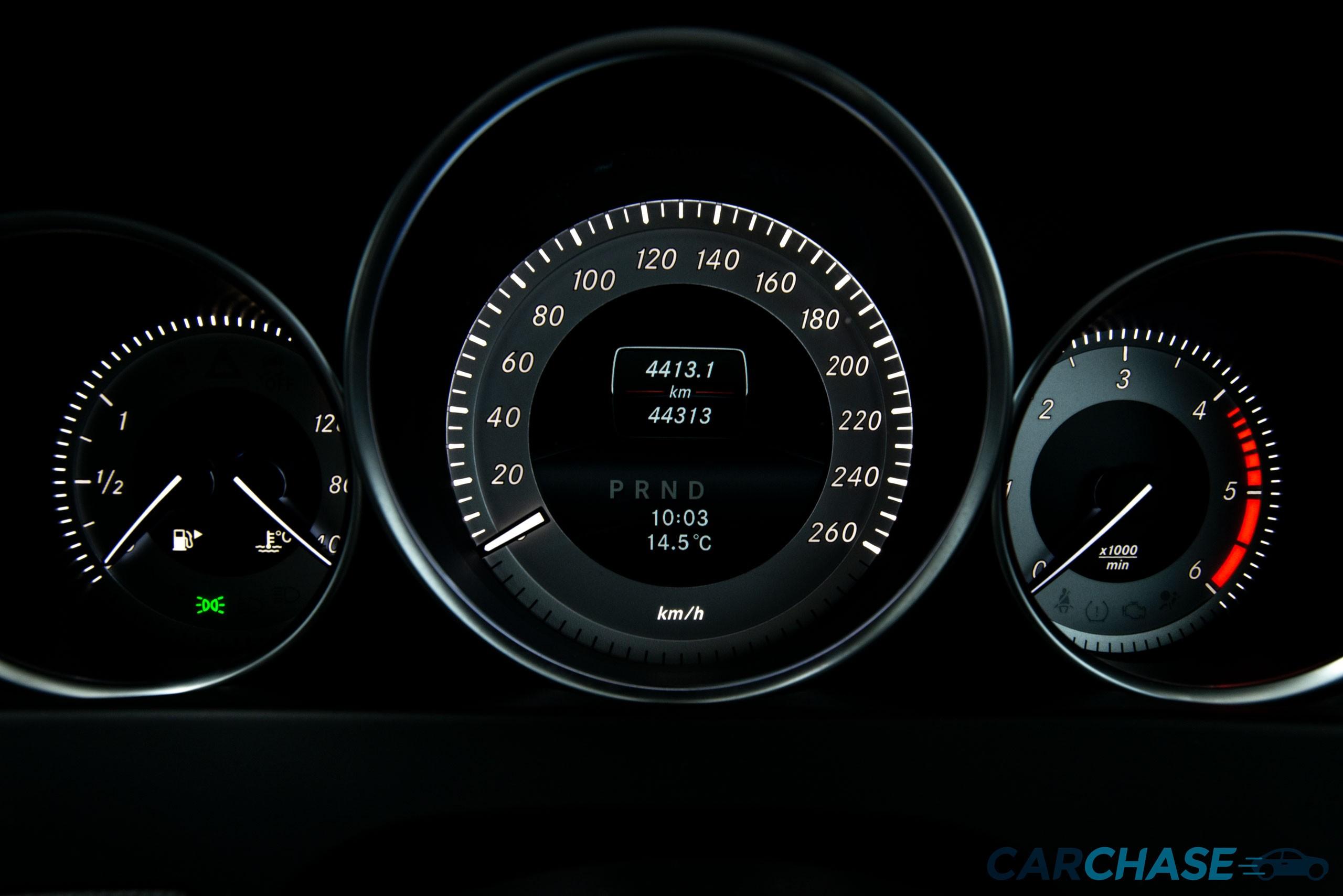 Image of dials profile of 2015 Mercedes-Benz C250 CDi Avantgarde