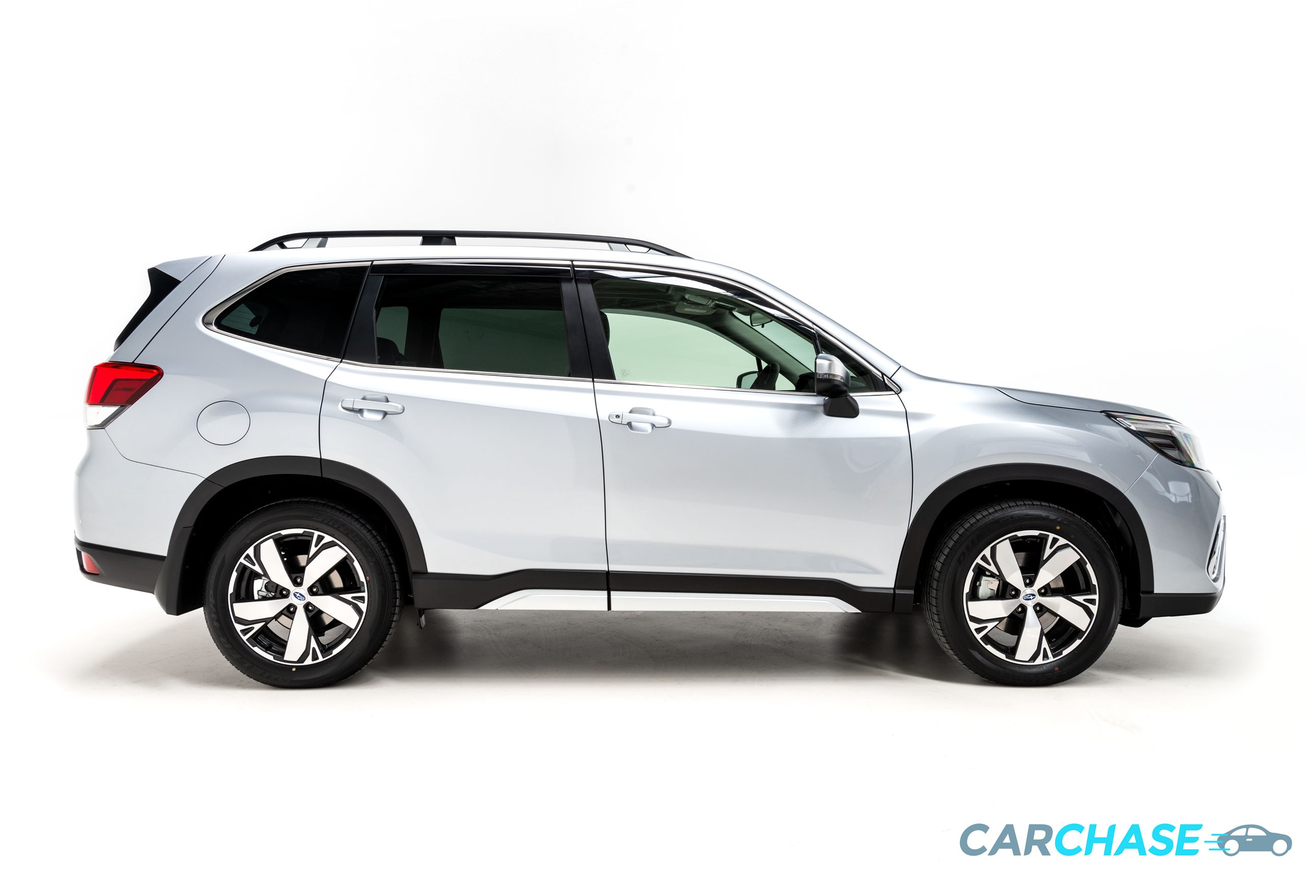 Image of right profile of 2018 Subaru Forester 2.5i-S