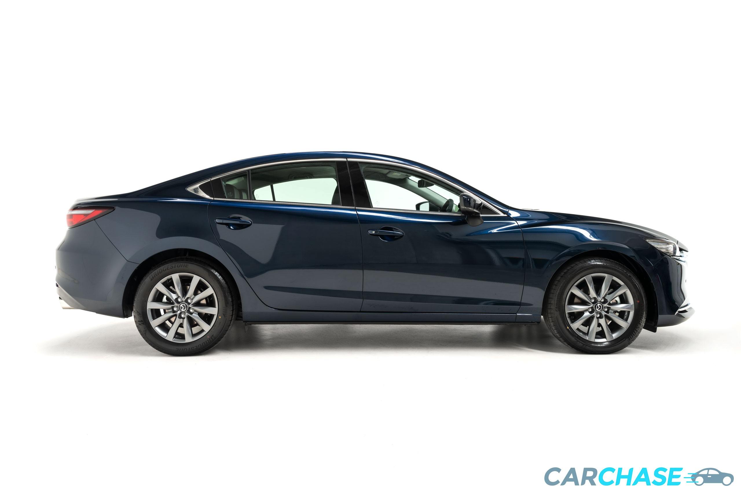 Image of right profile of 2019 Mazda 6 Touring