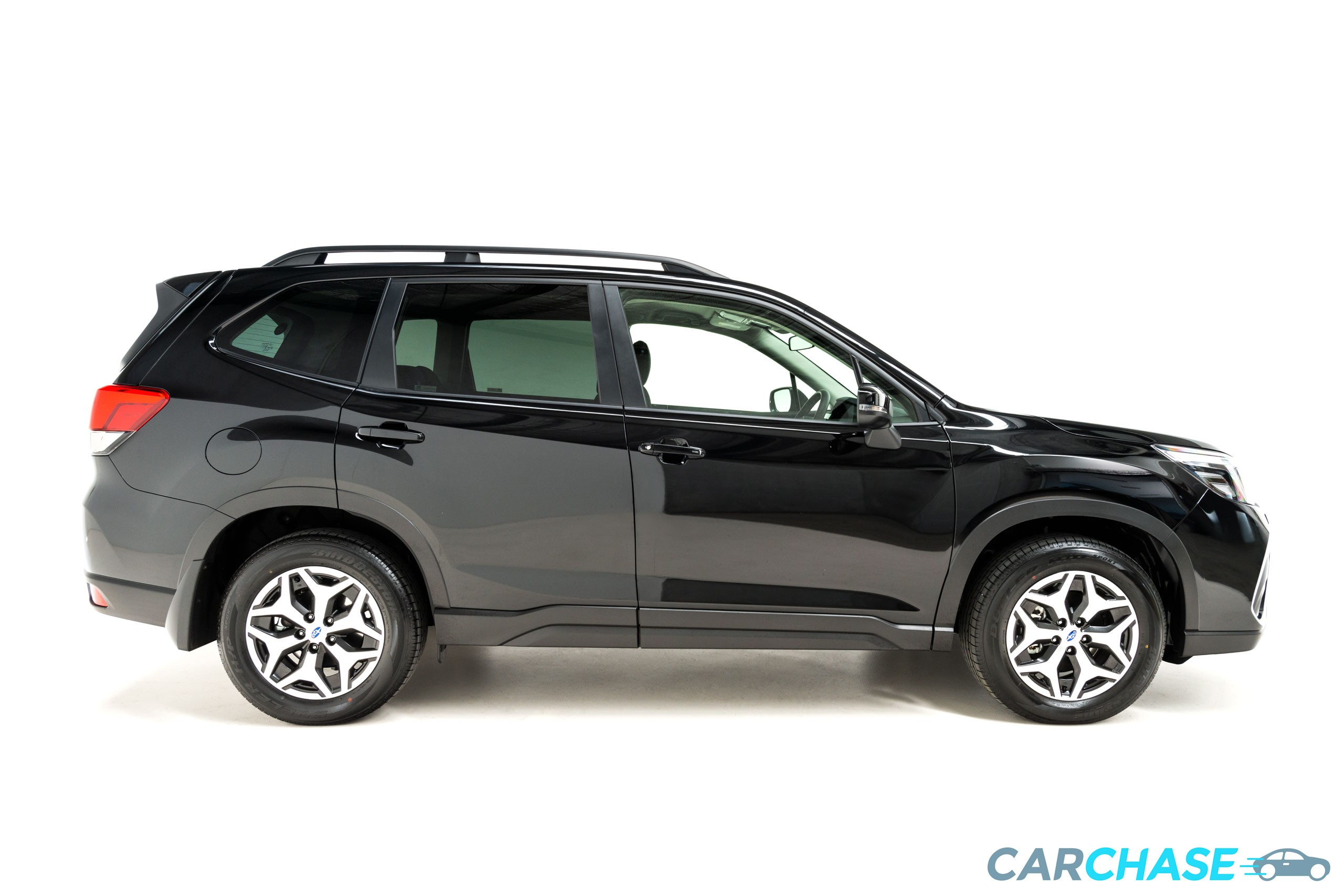 Image of right profile of 2018 Subaru Forester 2.5i-L