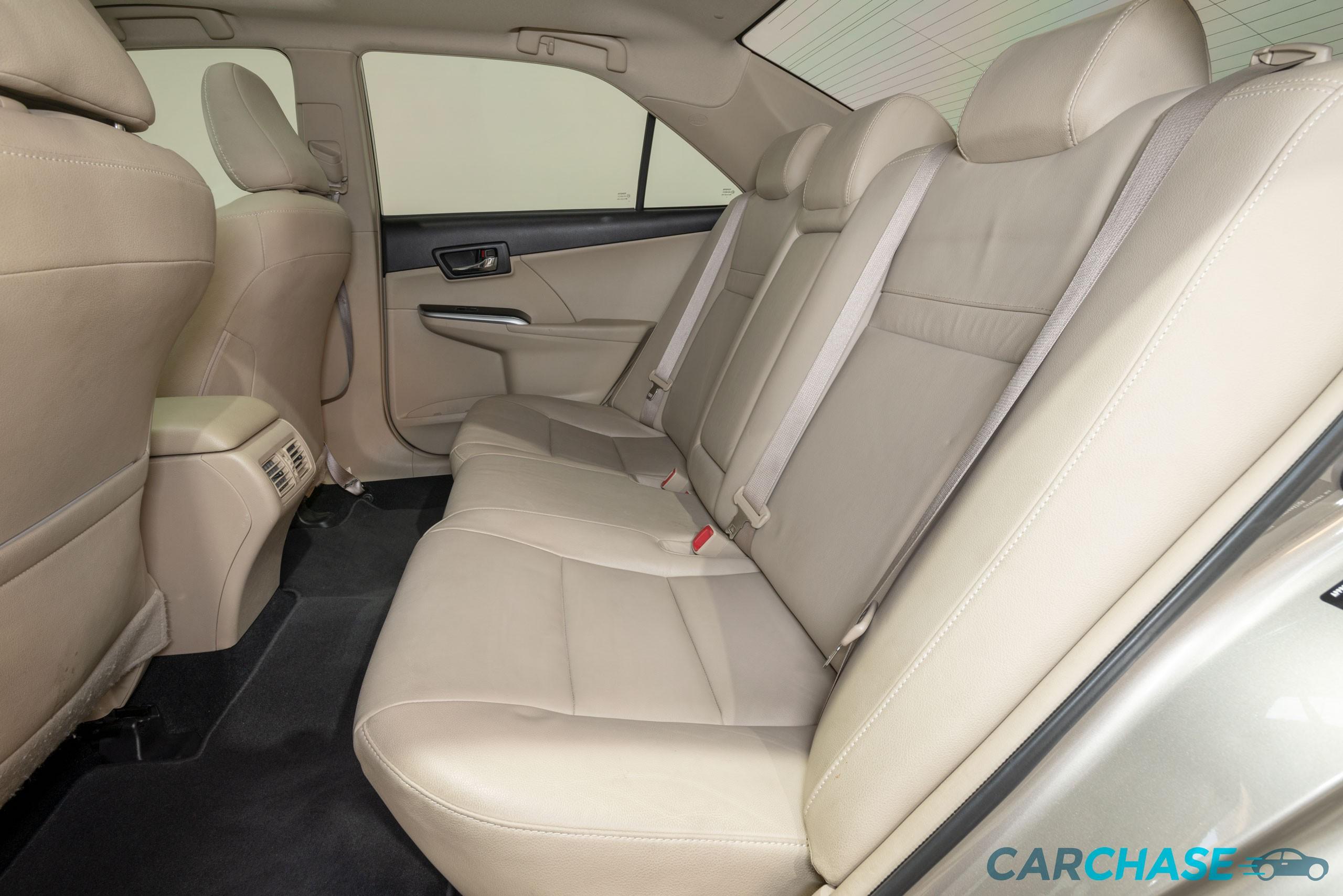 Image of passenger rear profile of 2015 Toyota Camry Atara SL