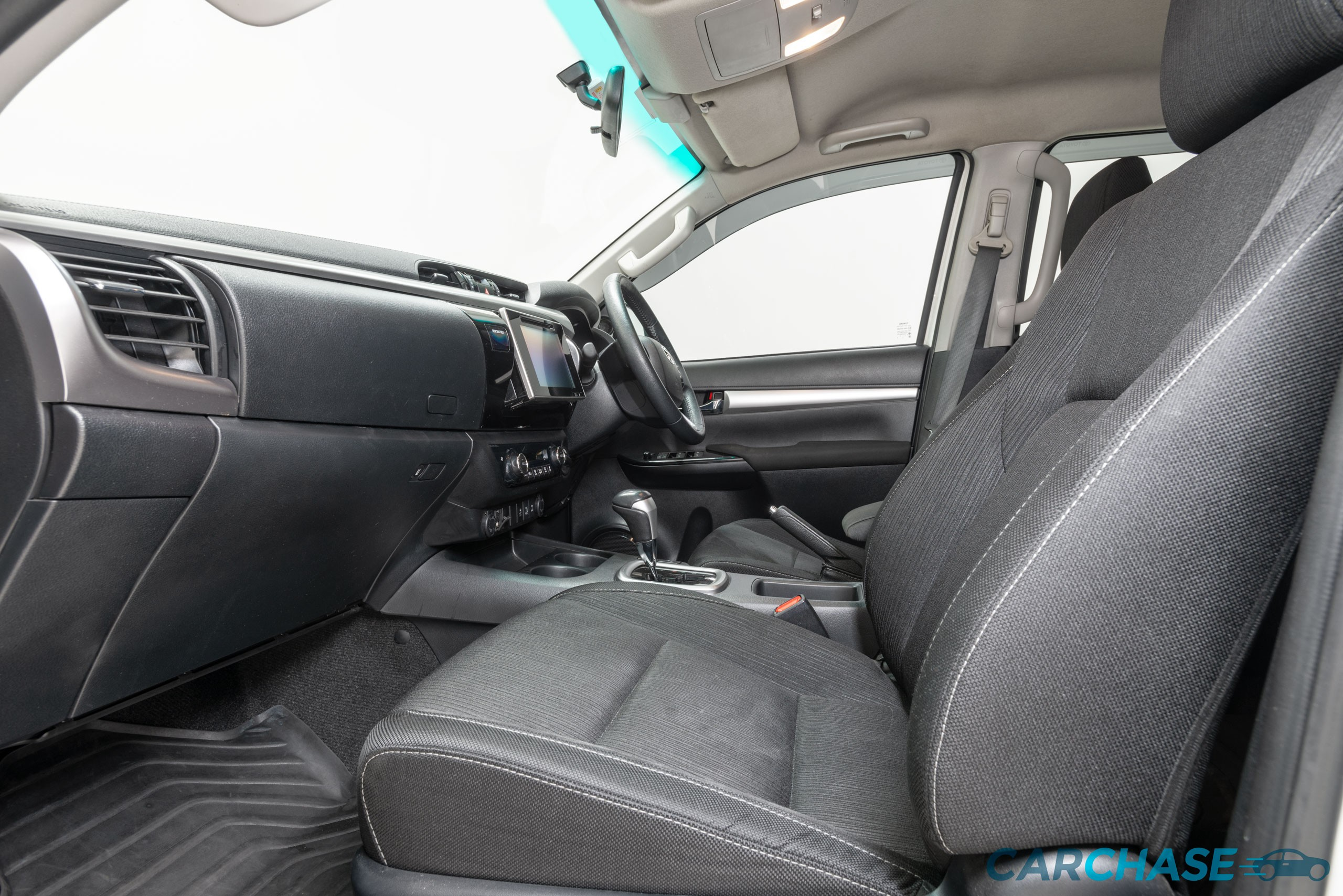 Image of passenger front profile of 2015 Toyota Hilux SR5