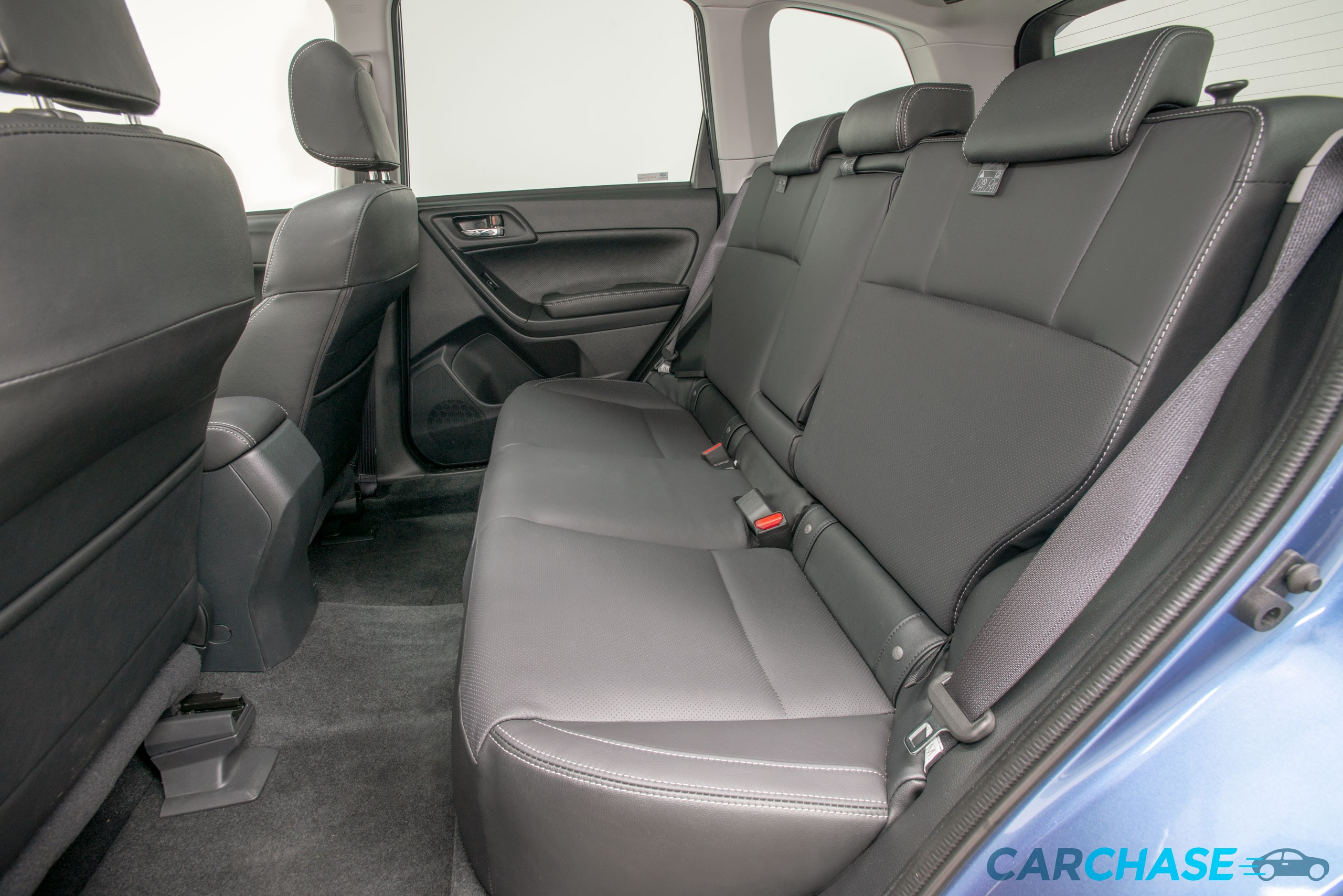 Image of passenger rear profile of 2018 Subaru Forester 2.5i-L Luxury