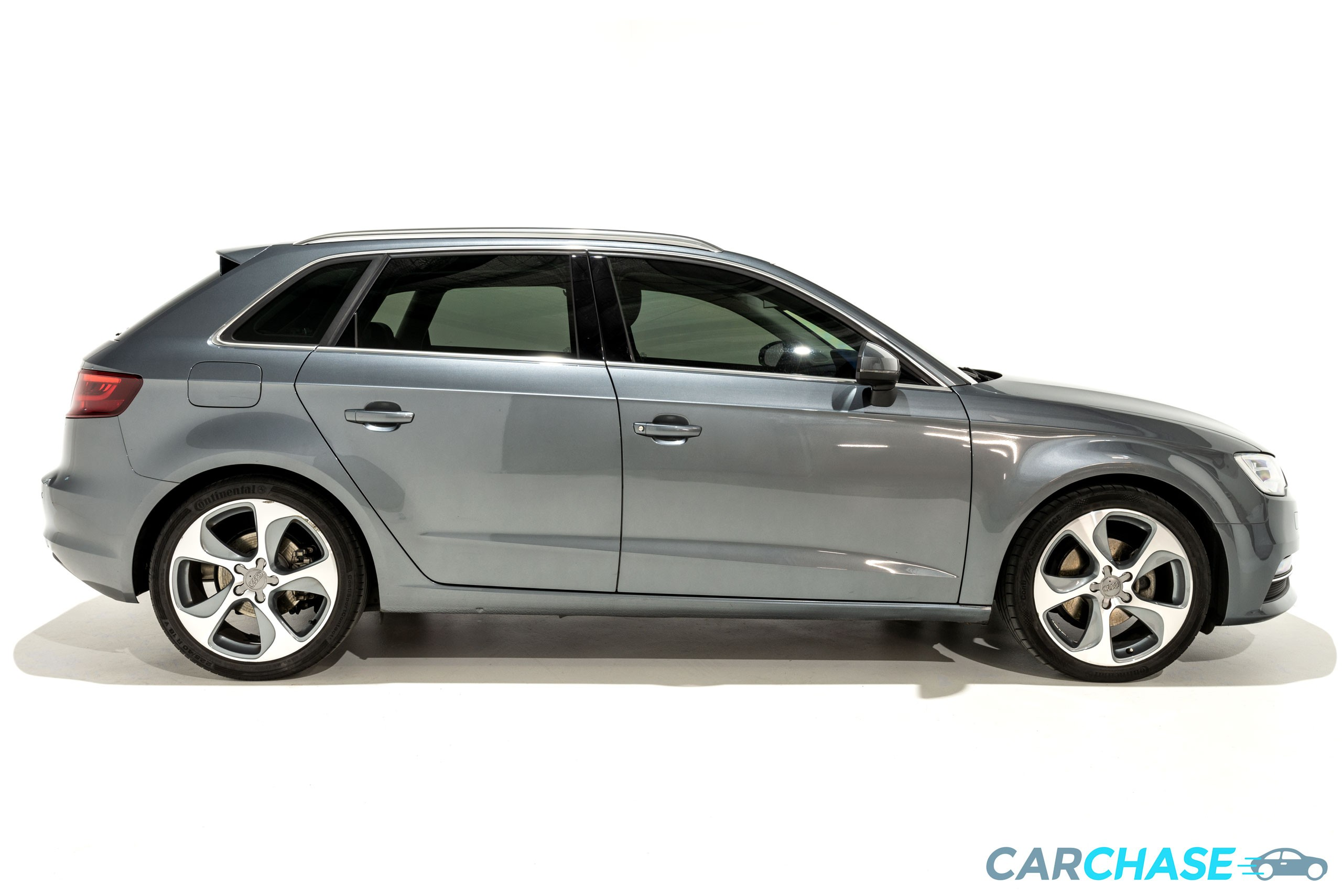 Image of right profile of 2013 Audi A3 Ambition