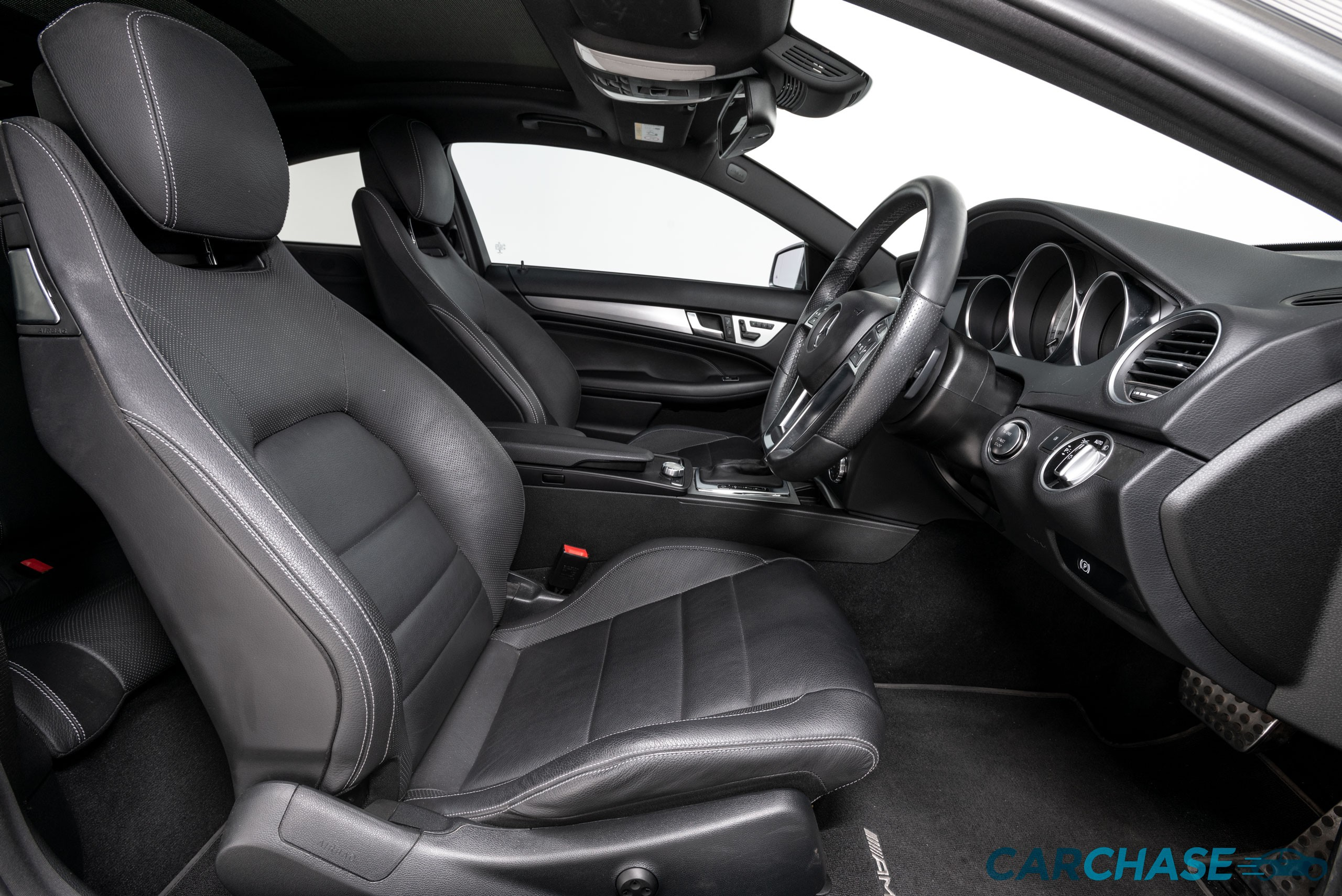 Image of driver front profile of 2015 Mercedes-Benz C250 CDi Avantgarde
