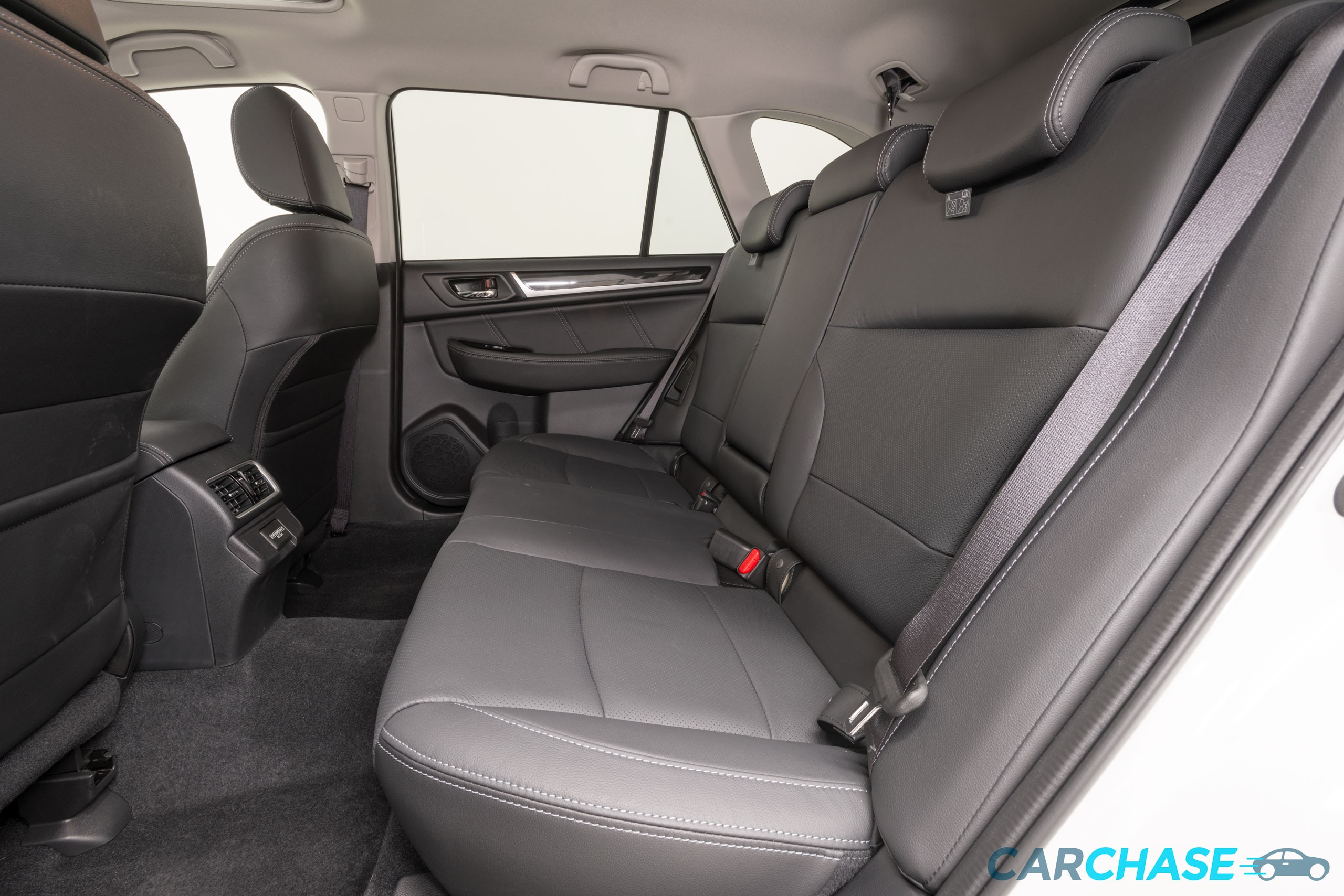 Image of passenger rear profile of 2018 Subaru Outback 2.5i Premium