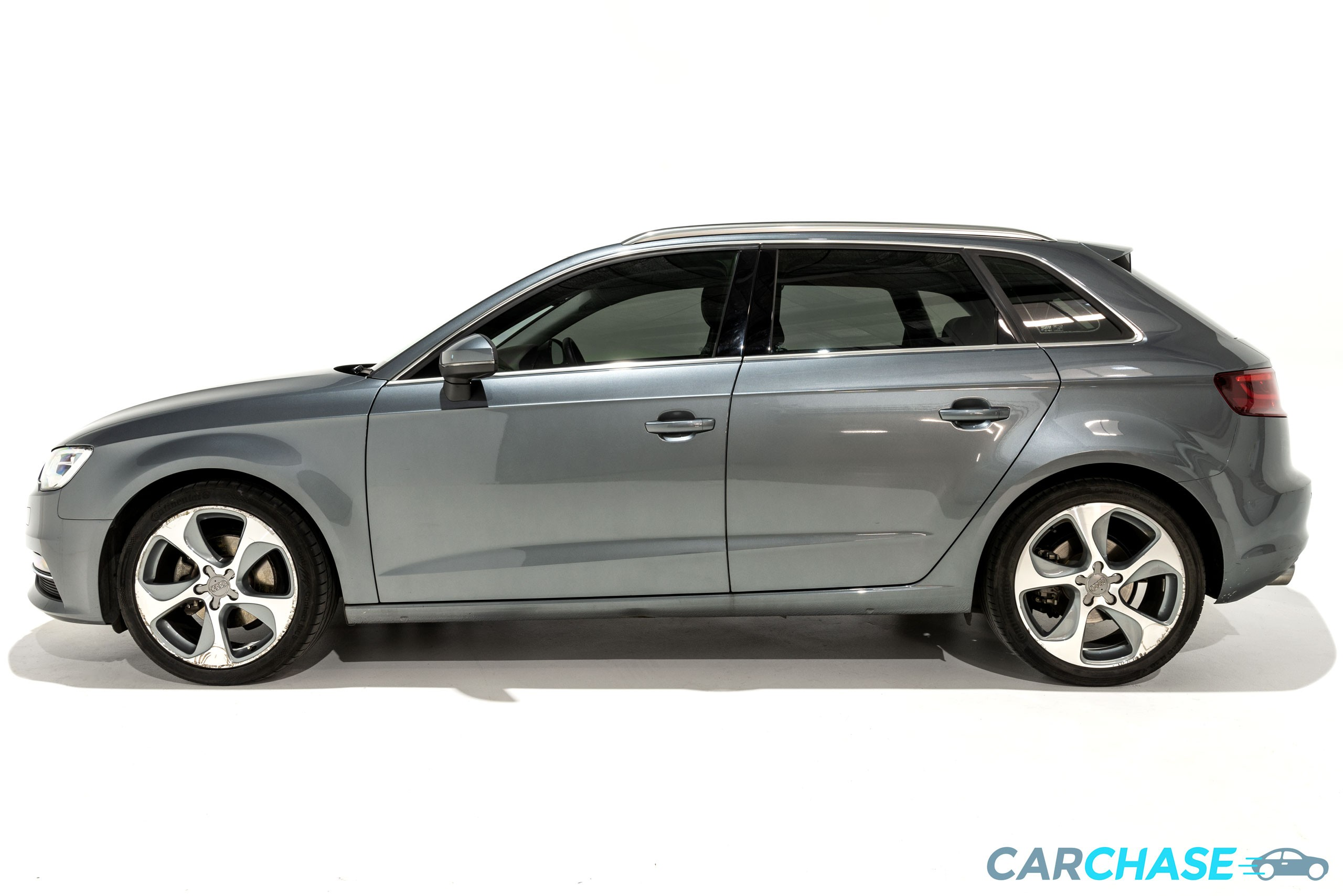 Image of left profile of 2013 Audi A3 Ambition
