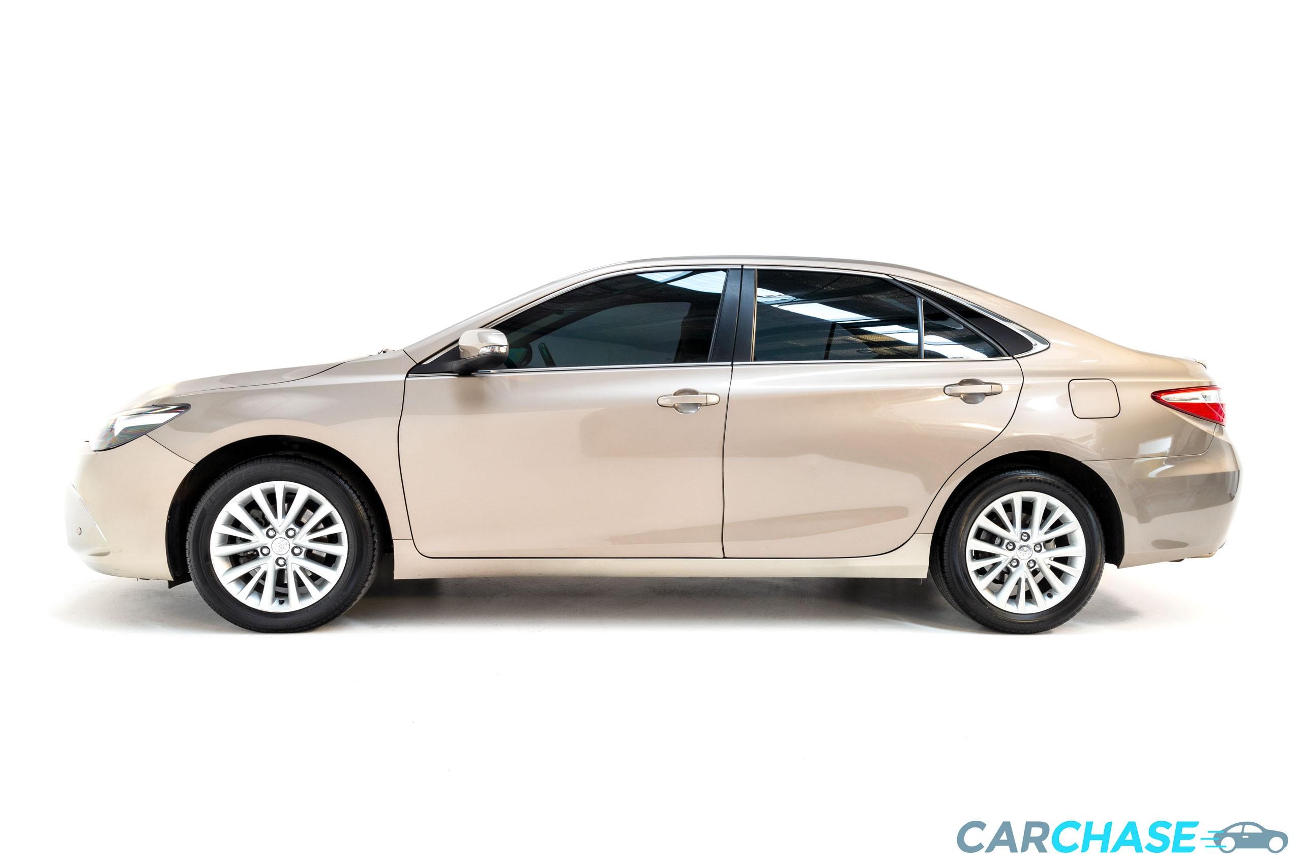 Image of left profile of 2015 Toyota Camry Atara SL