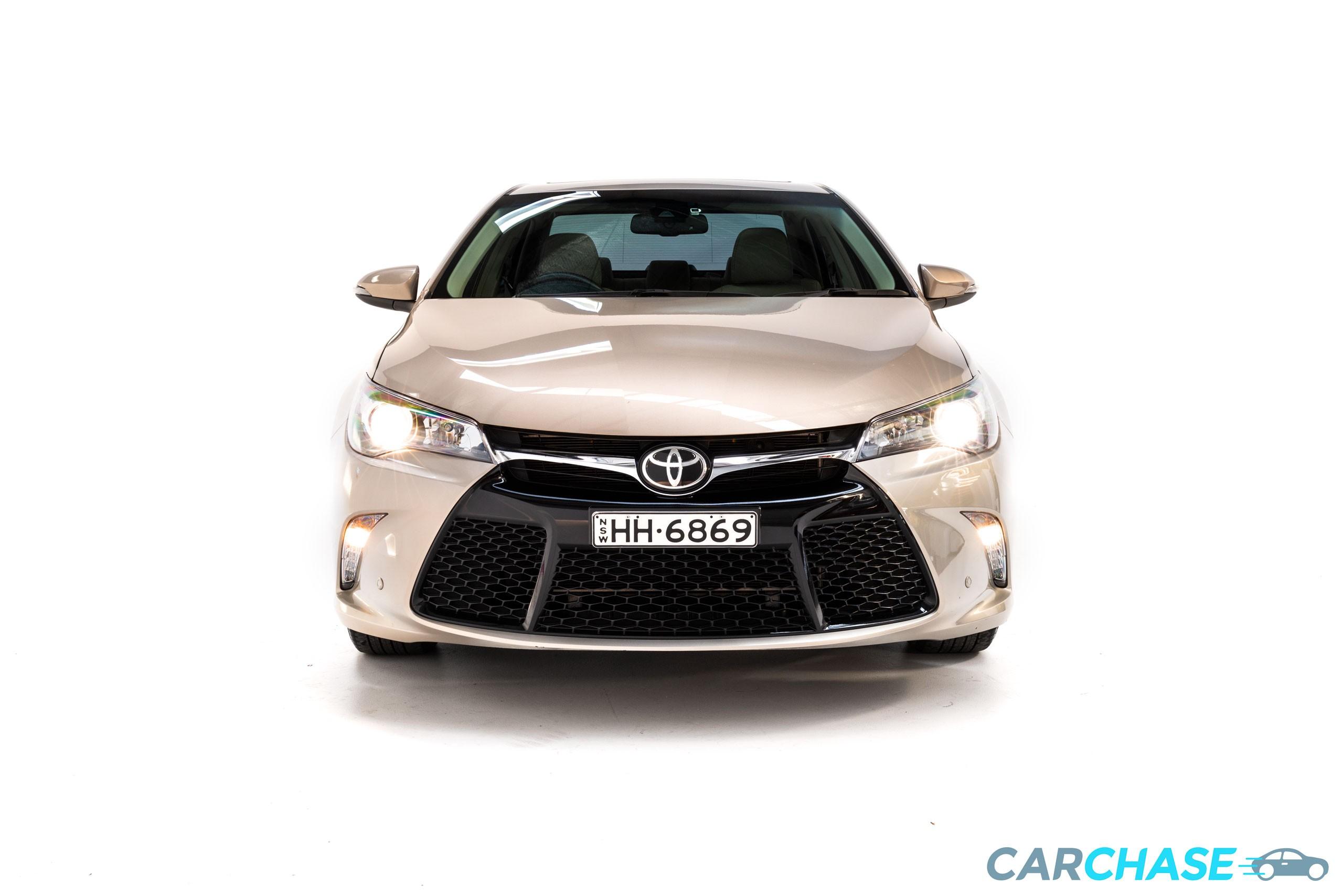 Image of front profile of 2015 Toyota Camry Atara SL